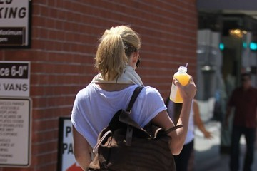 Alice Eve Alice Eve Stops By Pressed Juicery