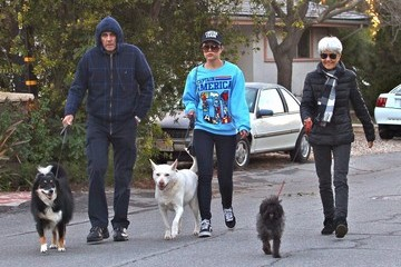 Amanda Bynes Amanda Bynes Walking The Dogs With Her Parents