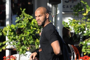 Amaury Nolasco Amaury Nolasco Grabs Lunch With Friends in LA