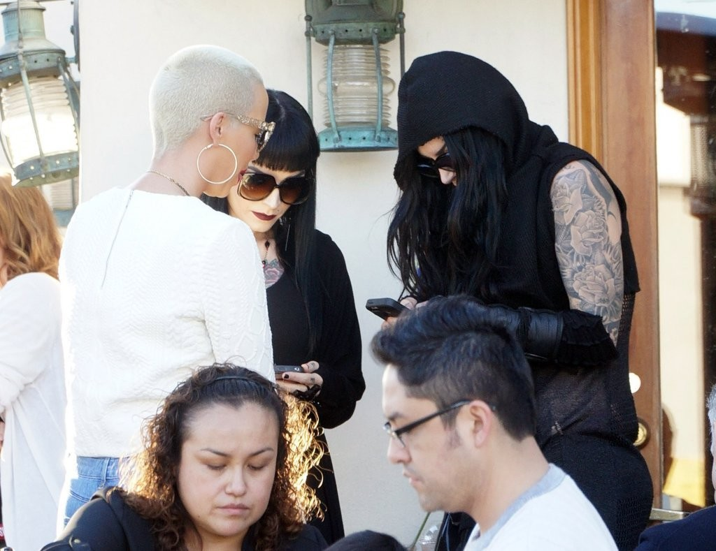 amber chat Amber rose shows off curves in yet another bikini making chit chat: a pal hovered close to amber as they lounged inside their poolside tent closer.