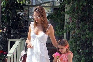 Anja Ambrosio Mazur Alessandra Ambrosio Lunches with Her Daughter