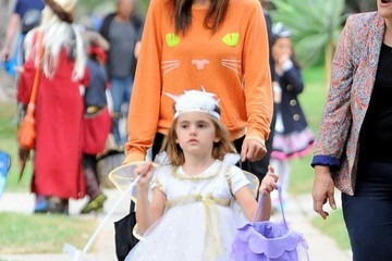 Anja Ambrosio Mazur Alessandra Ambrosio & Family Out Trick Or Treating