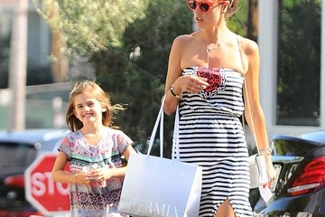 Anja Ambrosio Mazur Alessandra Ambrosio Visits the Country Mart with Her Daughter