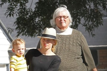 Ann Mitchell Elizabeth Banks Takes Son Felix To The Park