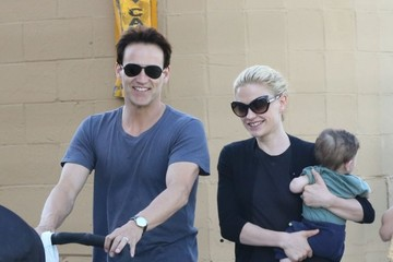 Anna Paquin Poppy Moyer Anna Paquin And Family Out To Eat In Venice