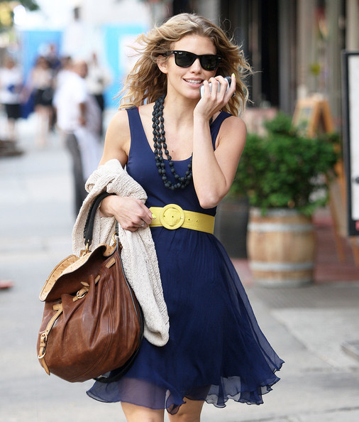 http://www2.pictures.zimbio.com/fp/AnnaLynne+McCord+Talking+Phone+New+York+bzUjVUrF-fgl.jpg