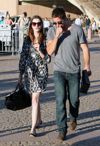 Anne Hathaway and Jake Gyllenhaal - Anne Hathaway & Jake Gyllenhaal Visiting ...
