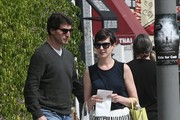 Anne Hathaway Lunches at Cheebo