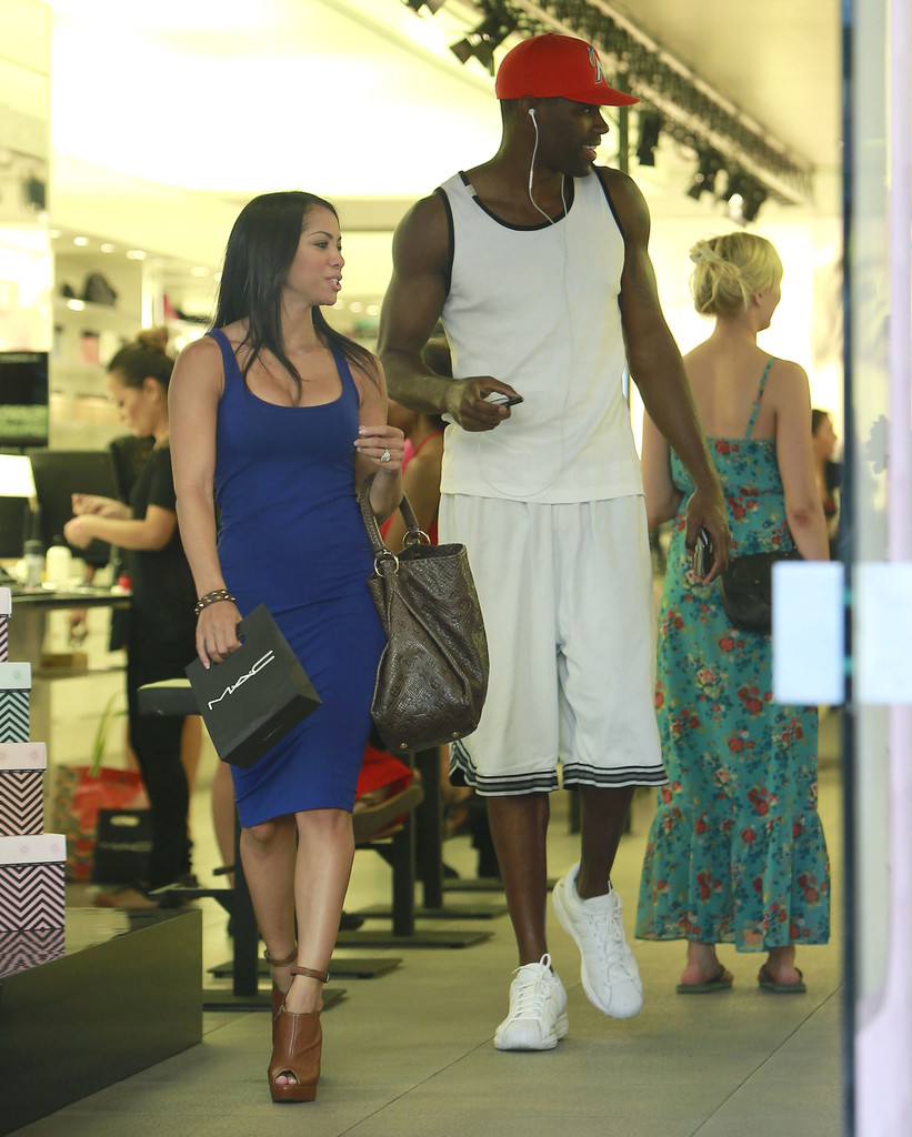 Antawn Jamison And Girlfriend Shopping For Make Up Zimbio