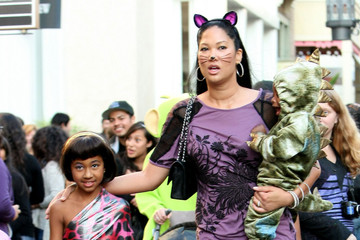 Aoki Lee Simmons Kimora Lee Takes Her Kids Trick Or Treating At The Grove