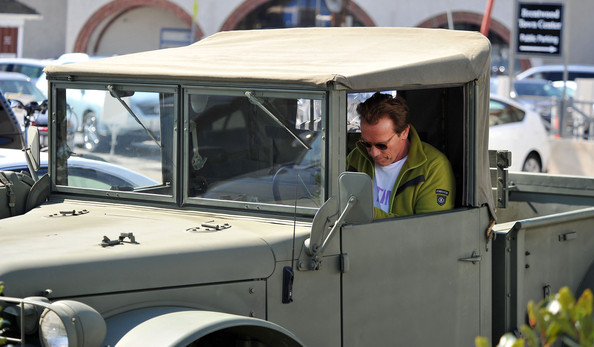 Arnold Schwarzenegger Cruising In His Military Vehicle []