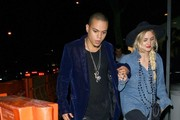 Ashlee Simpson and Evan Ross Get Dinner