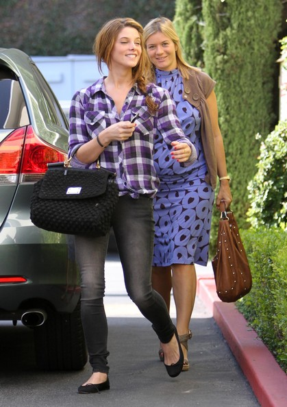 Ashley Greene Apartment Hunting With A Friend