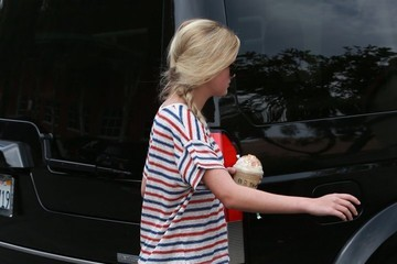 Ava Phillippe Reese Witherspoon Takes Her Kids Out For Ice Cream