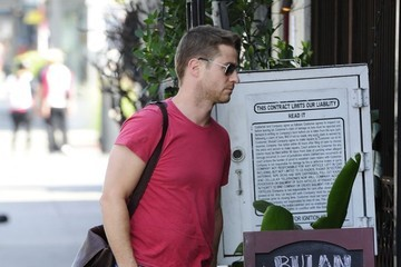 Benjamin McKenzie Benjamin McKenzie Grabs Lunch in Hollywood