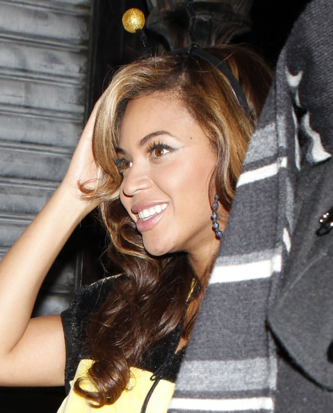 Beyonce Knowles Beyonce Knowles spotted leaving The Darby in New York in a bumble bee costume.