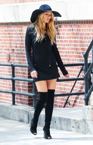 Blake Lively Poses for a NYC Photo Shoot 2