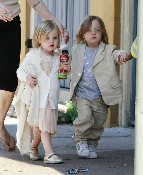 BRAD AND ANGELINA Show Off the Kids in NOLA 4 - Pictures - Zimbio
