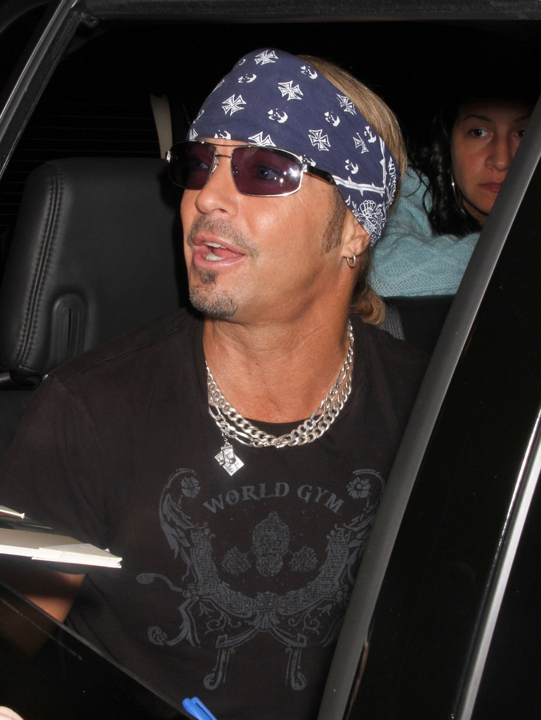 bret michaels in bret michaels signing autographs from his. Black Bedroom Furniture Sets. Home Design Ideas