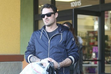 Brian Austin Green Pregnant Megan Fox & Brian Austin Green Shopping At Planet Beauty