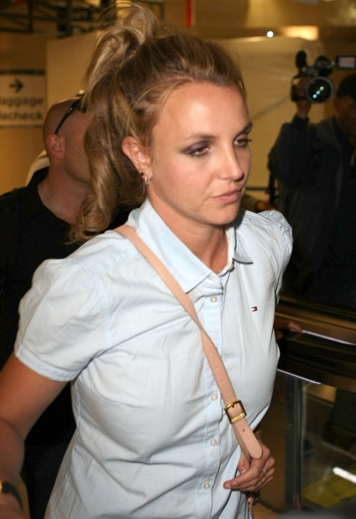 Britney Spears - Britney Spears Leaves LA WIth Her Family 3