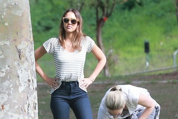 Brittany Perrineau Jessica Alba Takes Her Daughters to the Park