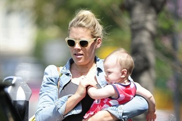 Busy Philipps Cricket Silverstein Busy Philipps Takes Cricket to Baby Class