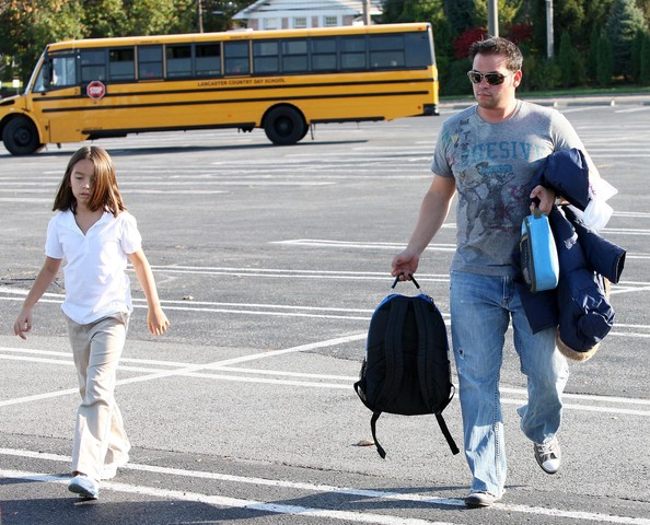 Jon Gosselin Picking Up Mady And Cara From The Bus Stop