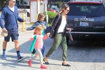 Cash Warren Jessica Alba Goes Out with Her Family in Santa Monica