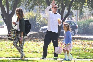 Cash Warren Jessica Alba Takes Her Family to a Park