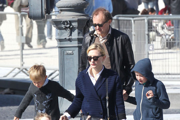 Roman Upton Cate Blanchett & Family Go Sight Seeing In Paris