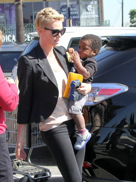Charlize Theron Shops for Groceries With Her Son ... Charlize Theron Son