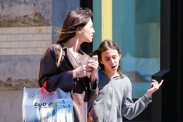 Charlotte Gainsbourg Charlotte Gainsbourg Shops with Her Daughter