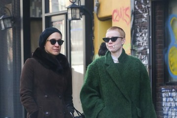 Chloe Sevigny Chloe Sevigny Goes For Walk With Friend In East Village