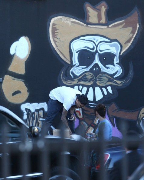 Chris brown spray paints a mural pictures zimbio for Chris brown mural