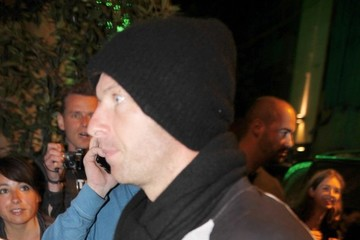Chris Martin Chris Martin Dines With Daughter Apple in Barcelona
