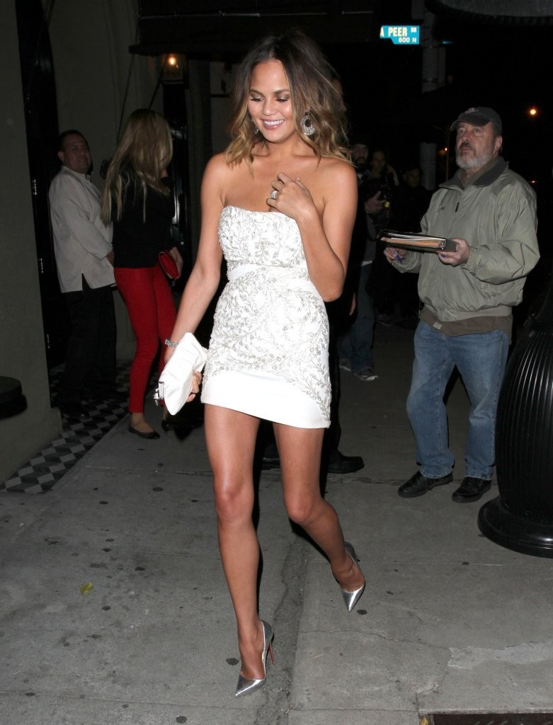 Chrissy Teigen Bumps into Brooklyn Decker