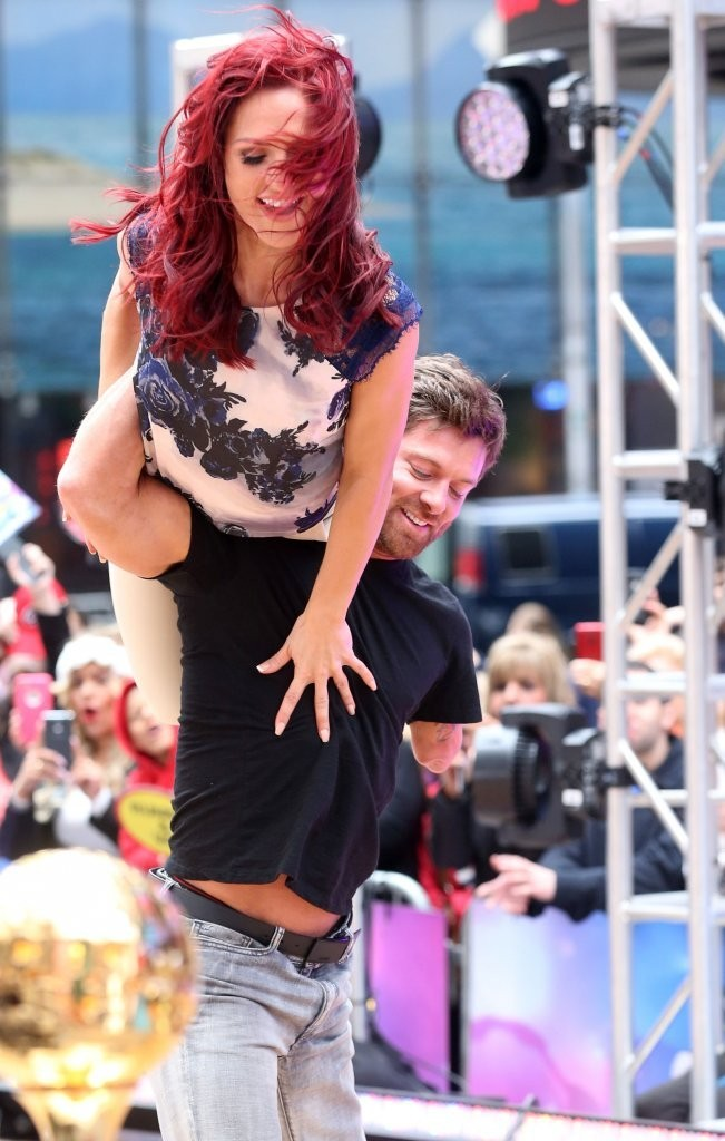 Good Morning America How Are You Chords : Noah galloway photos dwts winner rumer willis