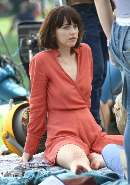 Dakota johnson photos photos stars on the set of how to be single stars on the set of how to be single ccuart Image collections