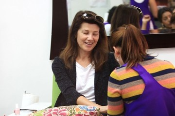 Daphne Zuniga Daphne Zuniga Gets Her Nails Done in Beverly Hills