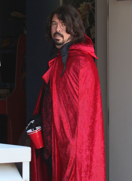 Dave Grohl Photos Photos Dave Grohl In Costume For Kid S