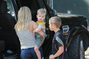 Deacon Phillippe Reese Witherspoon & Family Stop To Check On Their New House