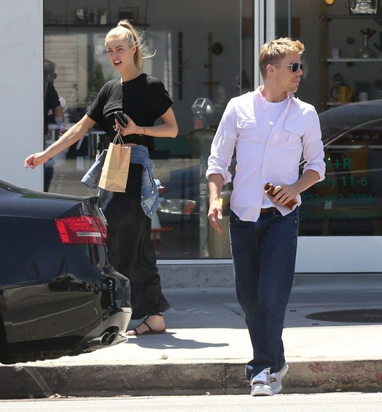 derek hough shops with his girlfriend in hollywood zimbio