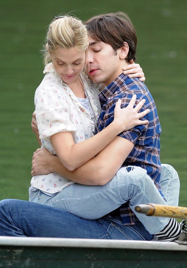 Drew Barrymore Justin Long Photos Drew Barrymore And Justin Long Kissing On The Set Of Going The Distance  Zimbio