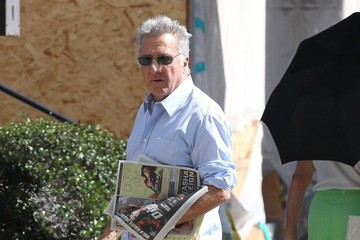 Dustin Hoffman Dustin Hoffman Stops by a Pharmacy