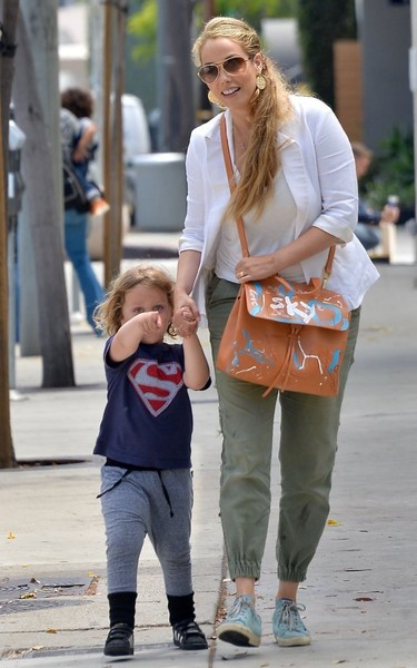 Elizabeth berkley is seen out for lunch with her son zimbio elizabeth berkley is seen out for lunch with her son voltagebd Image collections