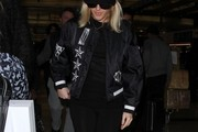 Ellie Goulding Arriving on a Flight at LAX