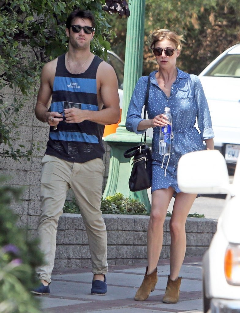 Emily VanCamp in Emily VanCamp and Joshua Bowman Get Lunch ...