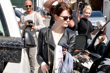 Emma Stone Emma Stone Heads to Her Car in Los Angeles