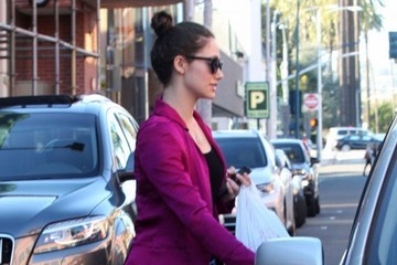 Emmy Rossum Emmy Rossum Stops By A Doctors Office In Beverly Hills